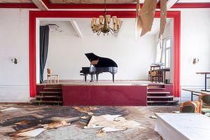 Verlaten Piano in Hotel.