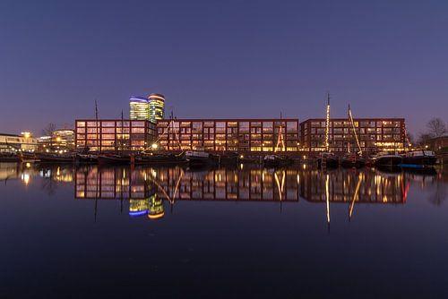 Utrecht in de avond: Veilinghaven of Parkhaven, appartementen en historische schepen plus hoofdkanto