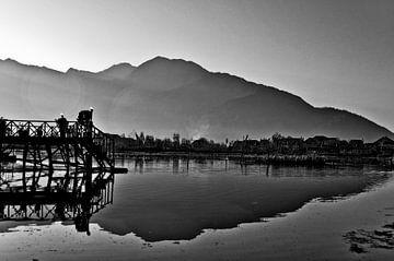 Dal lake van Christian Poels