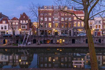 Voormalige sigarenfabriek Ribbius Peletier, Utrecht, tijdens het blauwe uur. van André Russcher