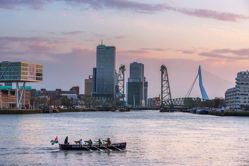 Kanoe in de Koningshaven van Prachtig Rotterdam