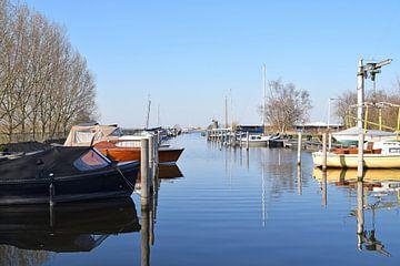 zicht op de jachthaven aan de Wijde Aa op een zomerse dag van R Verhoef