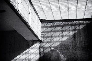 Schaduwspel in beton van Studio Zwartlicht