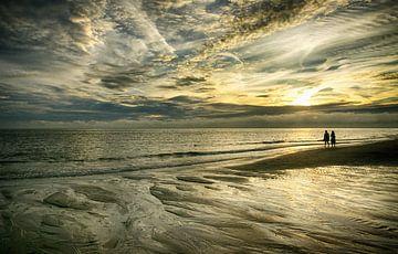 Zonsondergang op het strand Zeeland van