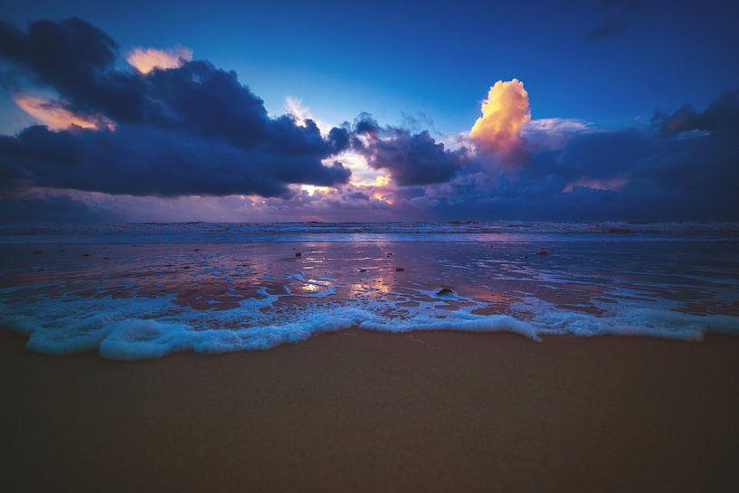 Lumière du soir sur la plage sur Florian Kunde