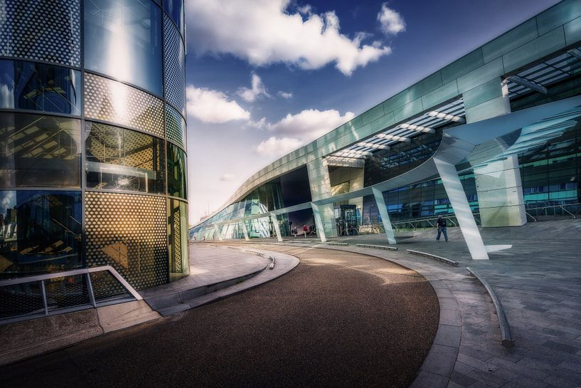 Het NS station van Arnhem met wolken van Bart Ros