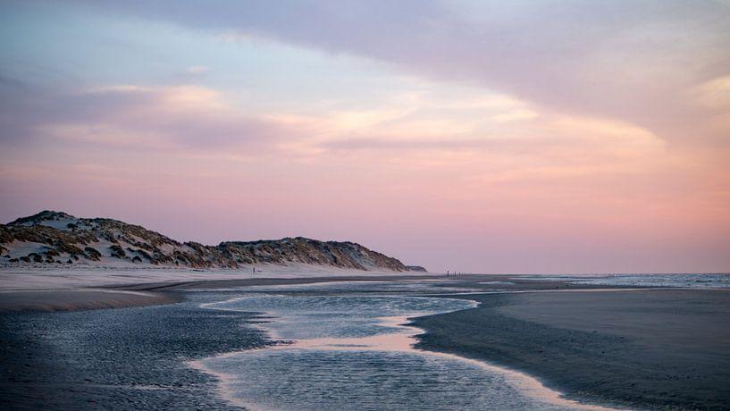 Zonsondergang bij Paal 7 op het strand van Terschelling  No. 1 van Alex Hamstra
