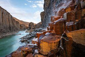 De vele kleuren van de vallei Studlagil van