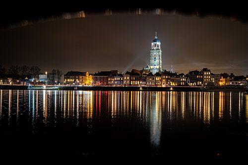 Avond Stadsgezicht van Deventer langs de IJssel rivier