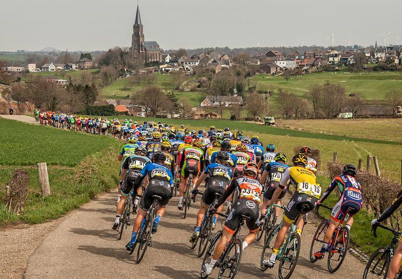 Volta Limburg Classic 2016 in de buurt van Vijlen van John Kreukniet