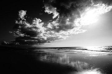 Clouds over the beach, Bergen aan Zee van Sanneke van den Berg