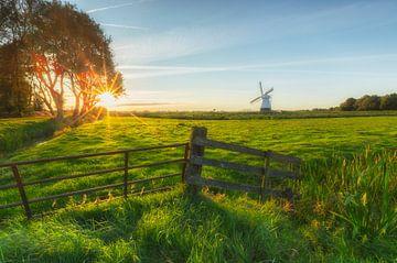 Landscape, sunset white windmill sur Marcel Kerdijk
