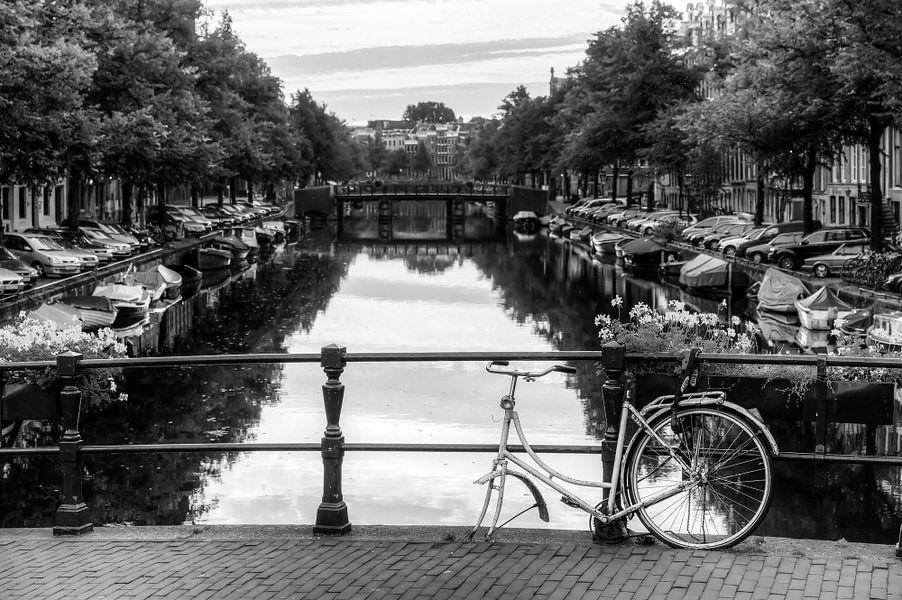 Kapotte fiets op de brug