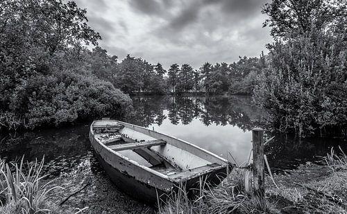 Eenzame boot in zwart/wit