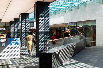 Eindhoven station Architectuur nieuwbouw met schaduwwerking van Marianne van der Zee