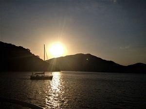 Zonsondergang op zee van Sharon vD
