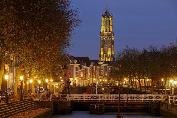 Weerdsluis, Oudegracht en gele Domtoren in Utrecht van Donker Utrecht