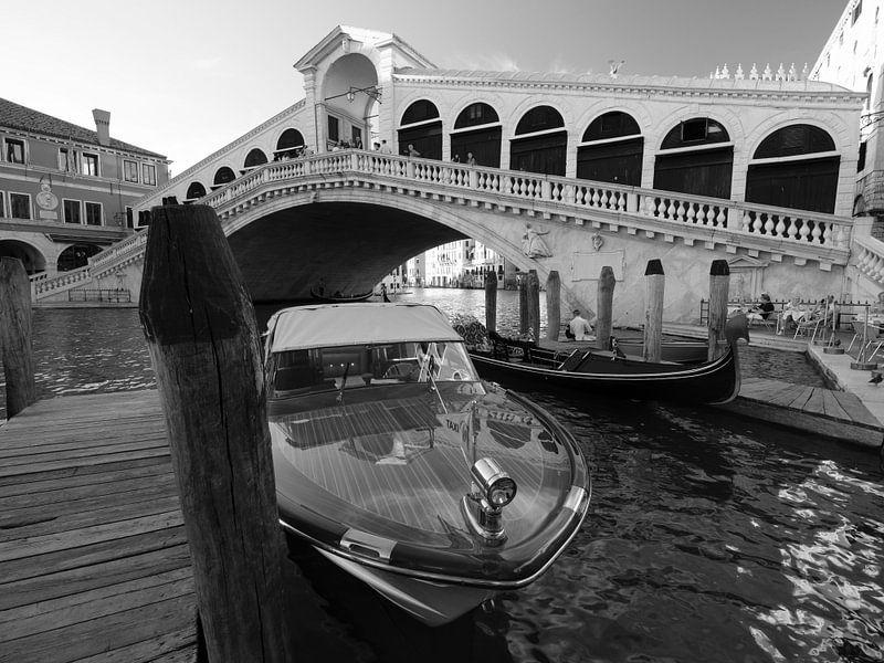 Rialtobrücke mit Boot von Andreas Müller