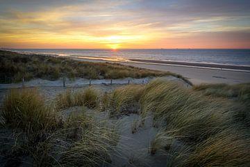 Zonsondergang aan het strand van Dirk van Egmond