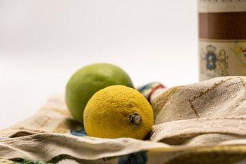 Stilleven met citroen en groen appel van Idema Media