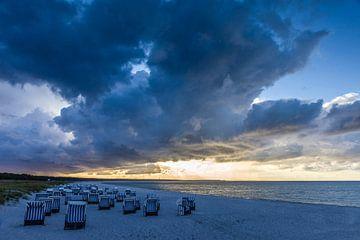 Een storm verzamelt zich aan de Oostzee van Christian Müringer