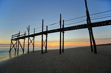 Steiger bij Kaap Noord (Texel) bij zonsopkomst van Wim van der Geest