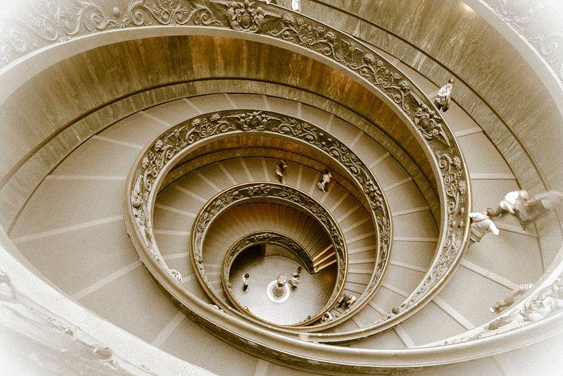 Staircase, wenteltrap in het Vaticaanmuseum, Rome, Italy van Martin Stevens