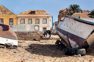 Boten op het strand van Sal Rei op Boa Vista in Kaapverdië
