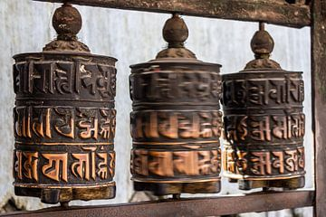 Gebetsmühle in Kathmandu von Mickéle Godderis
