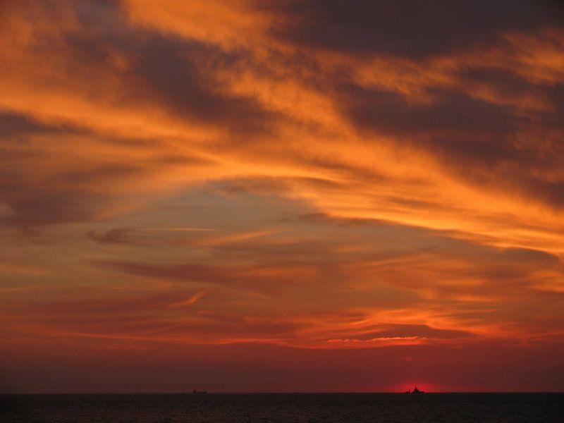 Sunset at the North Sea  von Tina Hartung