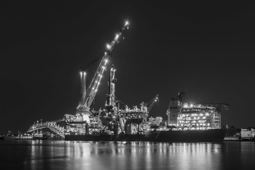 Pijpenlegger Seven Borealis in de haven van Rotterdam van MS Fotografie   Marc van der Stelt