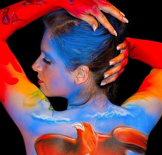 Colors in bodypaint on woman van Brian Morgan