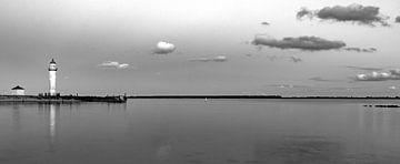 panorama Haringvliet bij Hellevoetsluis in zwart-wit van Marjolein van Middelkoop