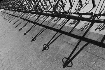Fietsenrek schaduwperspectief van Stefan Zwijsen