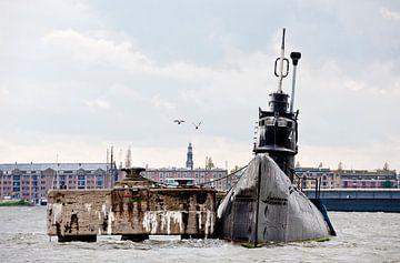 Tauchboot auf der NDSM-Werft Amsterdam, mit Möwen von Remke Spijkers