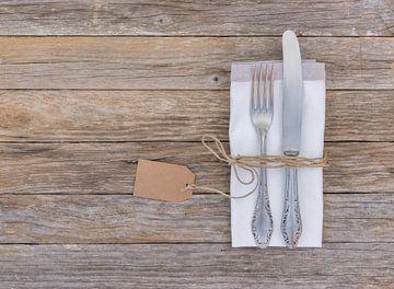 Diner, de plaats die van de menulijst op rustieke houten achtergrond plaatst van Alex Winter