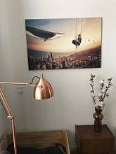 Klantfoto: Zwevend boven de wereld van Bert Hooijer, op canvas
