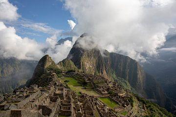 Panorama van het Machu Picchu of Machu Pikchu-panorama in Peru van Tjeerd Kruse