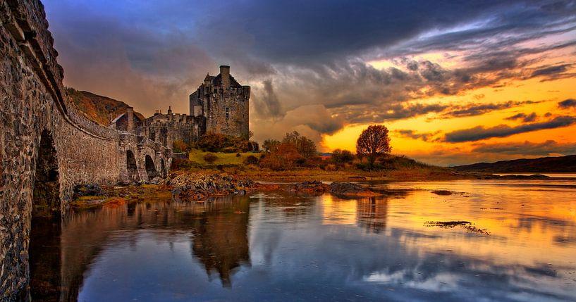 Eilean Don Castle in Dornie Scotland van Peter Bolman