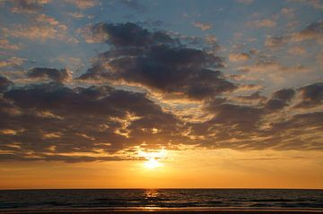 Sonnenuntergang am Strand von Discover Dutch Nature
