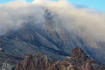 Berge in den Wolken auf Teneriffa von Reiner Conrad