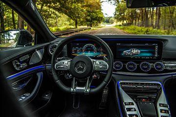 Uitzicht vanuit de Mercedes-AMG GT63 sportauto van Bas Fransen