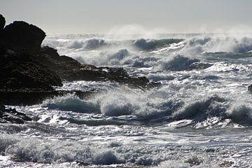 De zee bij Cascais portugal van Michelle Boot