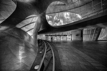 De centrale kolom van Arnhem Centraal  van Michael Echteld