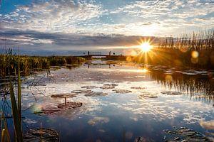 Zonsondergang op het water van