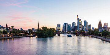 Skyline mit dem Bankenviertel in Frankfurt am Main von Werner Dieterich