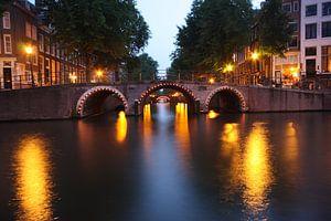 Verlichte bruggen in Amsterdam van