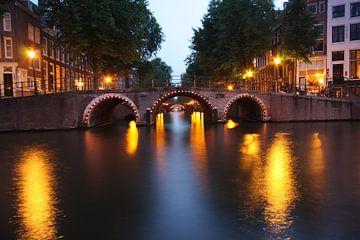 Verlichte bruggen in Amsterdam van Orhan Sahin