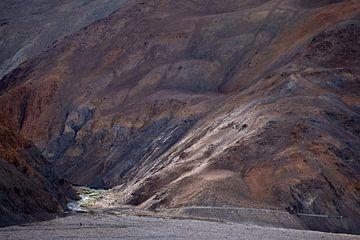 Späte Sonne fällt auf einen Berghang im Nubra-Tal von Affect Fotografie