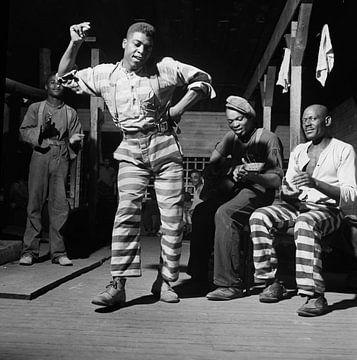 dansant dans un camp de prisonniers en GEORGIE 1941 sur Natasja Tollenaar